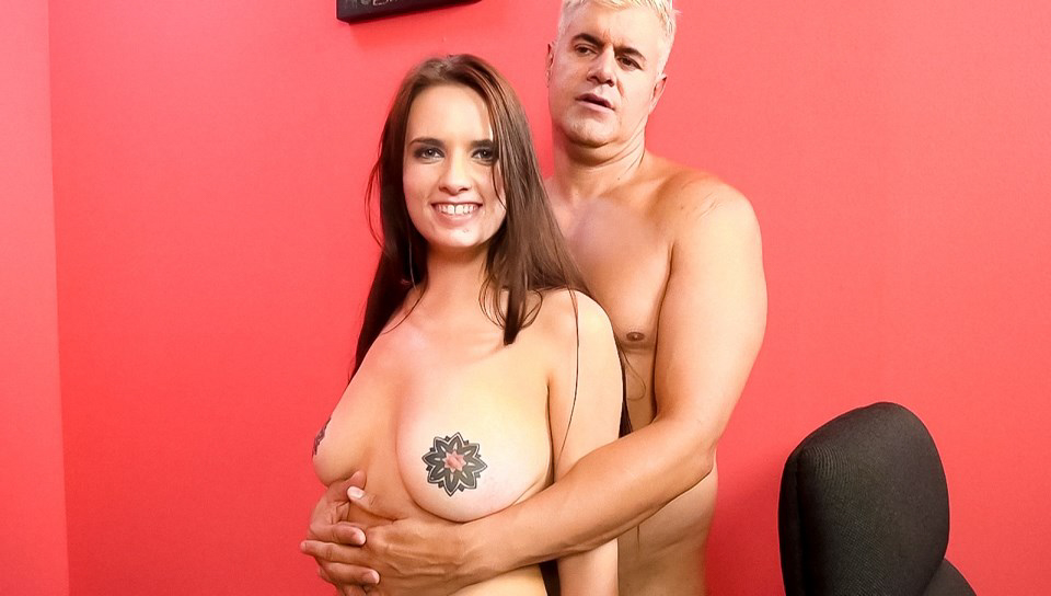 Porno Dan & Scarlet De Sade - Receives Love With No Barriers