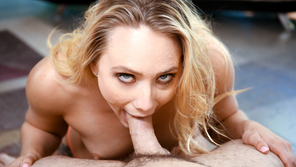 AJ Applegate - Fan Favourite AJ Eats It All