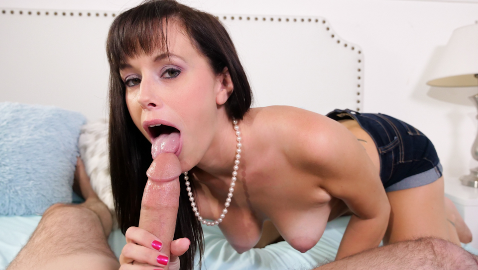 Looking At Mommy – Alana Cruise
