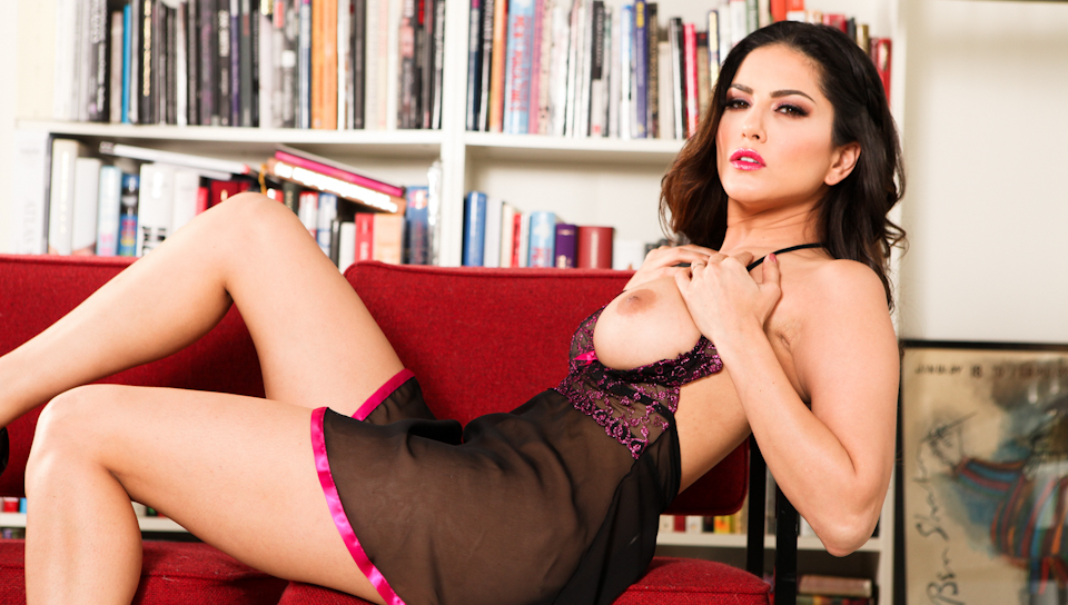 Sunny Leone - Angelic Sunny In Erotic Baby-doll
