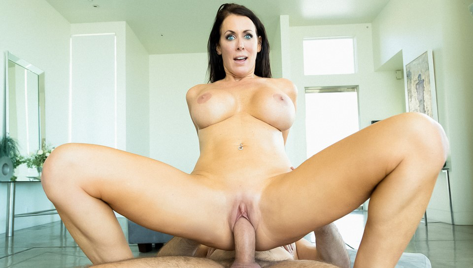 Manuel Ferrara & Reagan Foxx - Foxx's First Time