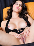 0 Babe Movies - Sunny Leone had a few drinks and now feels super horny!